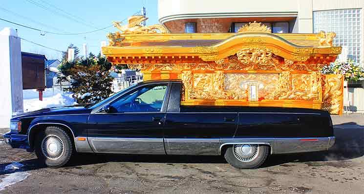 葬儀で使う霊柩車のイメージ