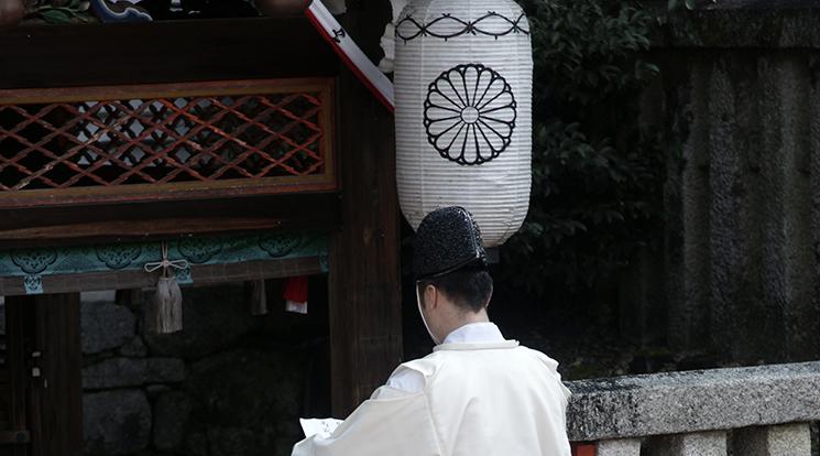 神道に則り故人を送る。神式葬儀・神葬祭の流れとマナー