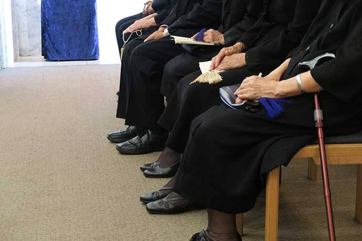 黒ならいい? 通夜、葬儀参列で喪服にあわせる靴|葬儀・葬式なら ...
