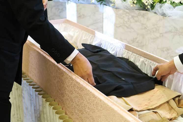 副葬品入れる