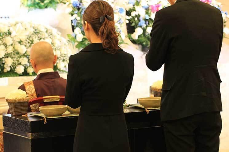 葬儀参列の喪服イメージ画像