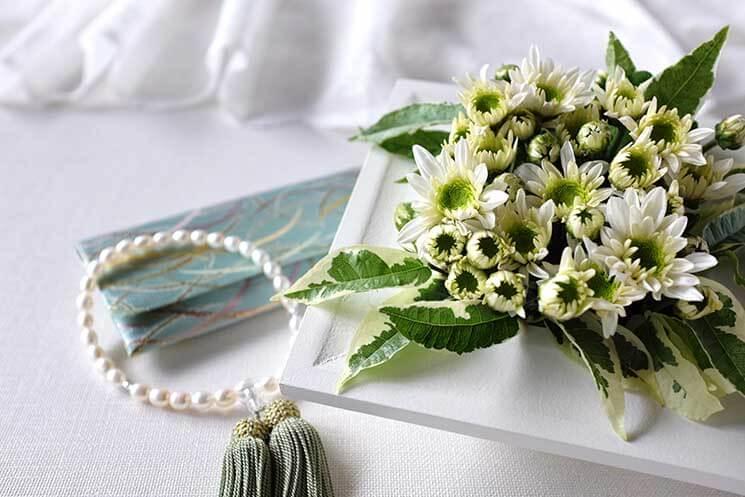 数珠、ふくさ、アクセサリー、お葬式の持ち物